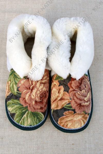 "Чуни из овчины ""Розы"" белые"