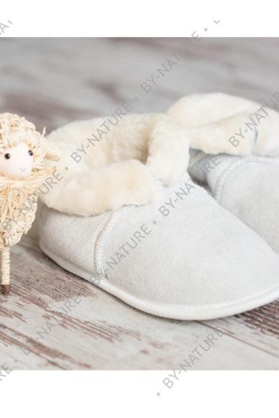 Чуни из овчины белого цвета