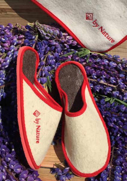 Тапочки из войлока с открытой пяткой и красной окантовкой (светло-серые)